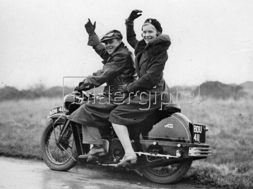 Paar auf einem Motorrad Photographie Kunstdruck