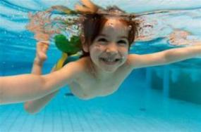 nocanvas tuzlu suda yuzmek 300x198 - Is it possible to lose weight by swimming ?