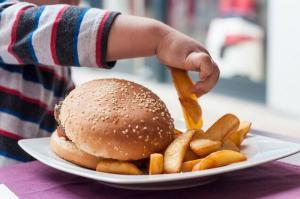 c3 14 300x199 - In children the risk of obesity and portion control