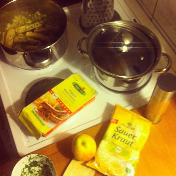 Kochen – ohne Knochen ;-) Kartoffel-Veggiwurst Pfanne mit Sauerkraut