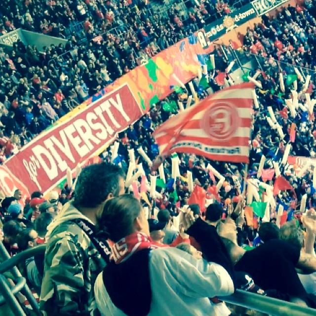 Fortuna Fans stehen für Toleranz und gegen Rassismus.
