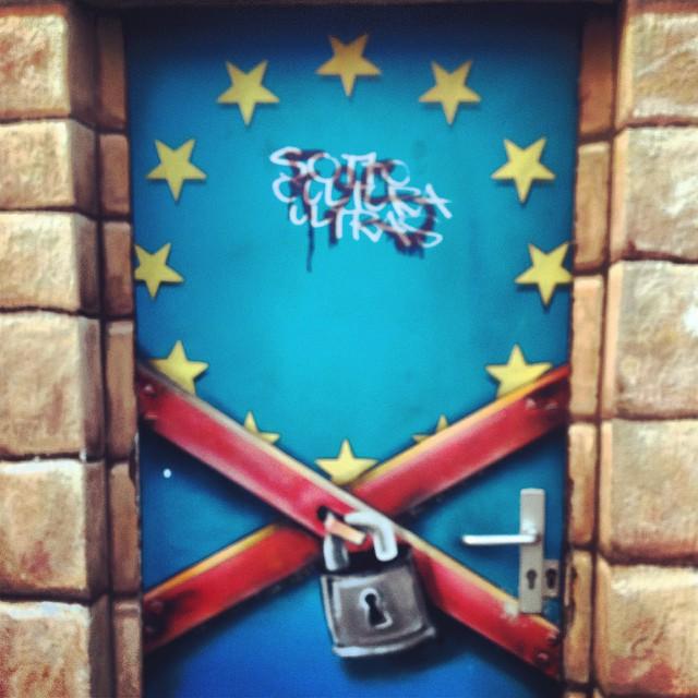 """Da fällt mir ein alter DemoSpruch ein: """"Um Europa keine Mauer, Bleiberecht für alle und auf Dauer!"""" Leider immer noch aktuell..."""