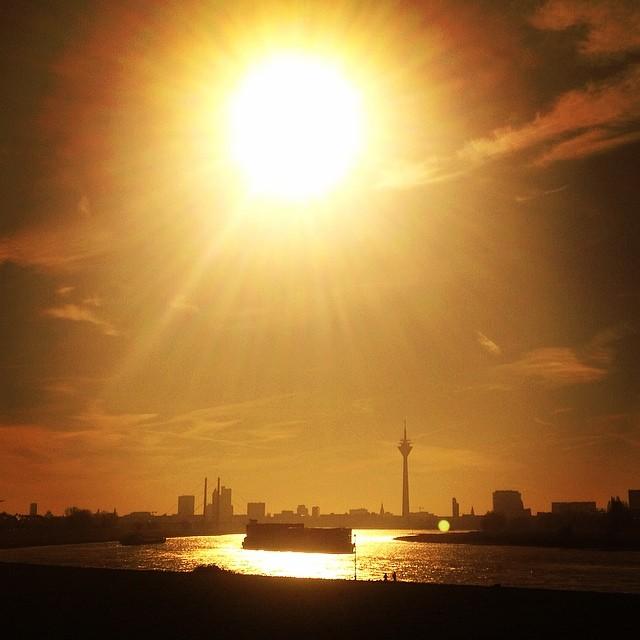 I love it. Es glitzert wieder auf'm Rhein :-)