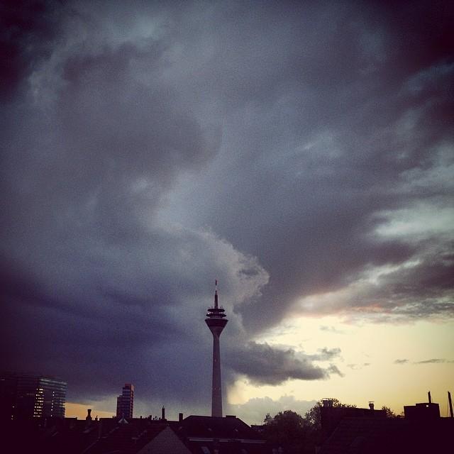 Sturmböen zeichnen Muster an den Himmel - schön wenn man wieder drinnen ist ;-)