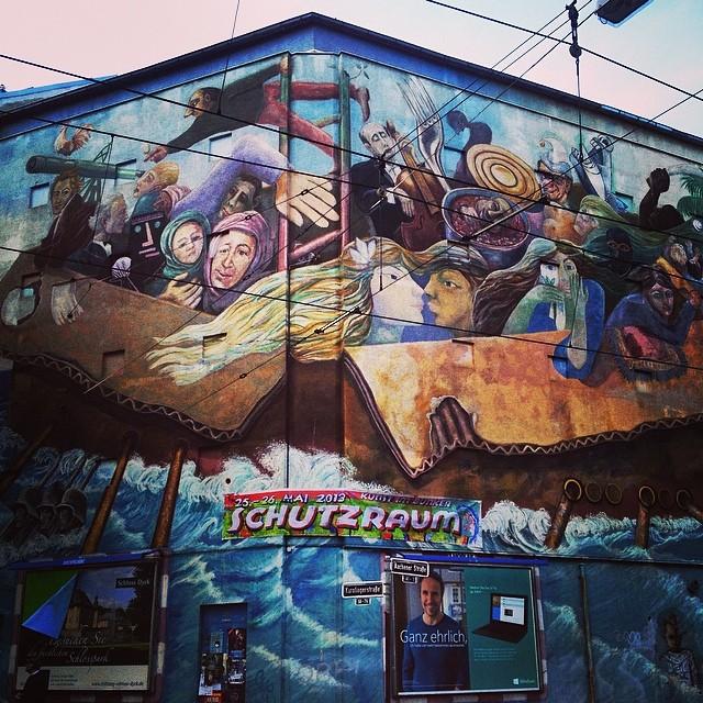 Das große Wandbild von Farbfieber am Bilker-Bunker im Abendlicht :-)