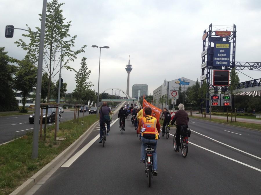 keep on rolling. Critical Mass in Düsseldorf.