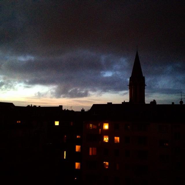 Morgens ist die Welt noch ... ähm aktuell : dunkel, nass und usselig ;-)
