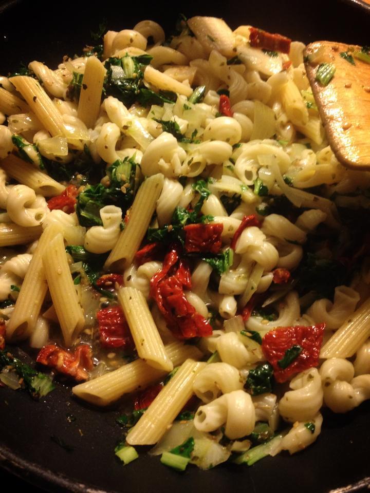 Stilmus / Rübstiel mediterran mit Pasta