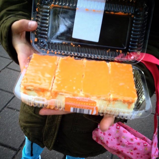 Leckere, klebrige aber oranje hapjes zum Frühstück am Koningsdag :-)