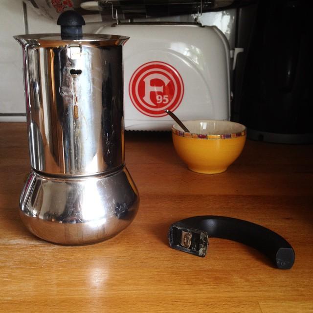 """In den frühen Morgenstunden ereignete sich ein schwerer """"Zwischenfall"""" im hiesigen Kaffeereaktor - okay, es war eher ein GAU. Aber, der Reaktor wurde vom Servicepersonal kontrolliert runter gefahren und abgeschaltet. Es bestand zu keinem Zeitpunkt eine Gefahr für die Allgemeinheit..."""