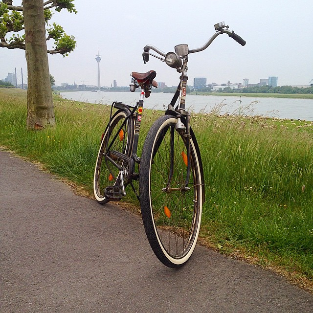Gemütlich mit nem Oldtimer (altes NSU Rad) durch die Gegend cruisen…