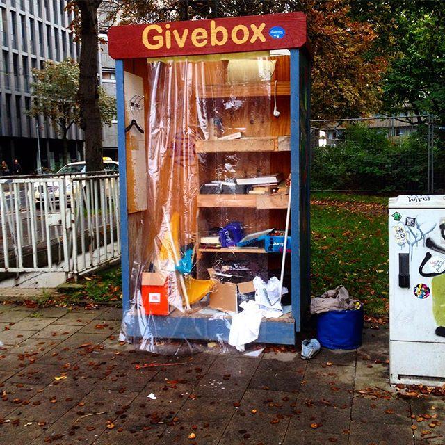 Es lautet 'Givebox' und nicht 'Sperrmüllsammelplatz'
