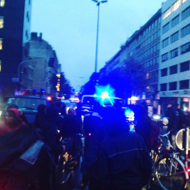 Polizei stoppt Fahrradfahrer ruppig auf der oststtasse - Festnahme von einem Radler.