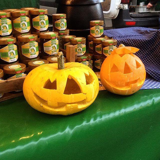 Auch auf dem Bauernmarkt ist Kürbis-Thementag :-)