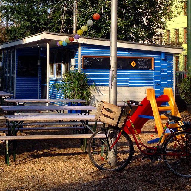 Florabar hat 'ne neue Rutsche für die Kleinen und für die (sogenannten) Großen Cappuccino oder Radler... ansonsten ist es wie immer :-)