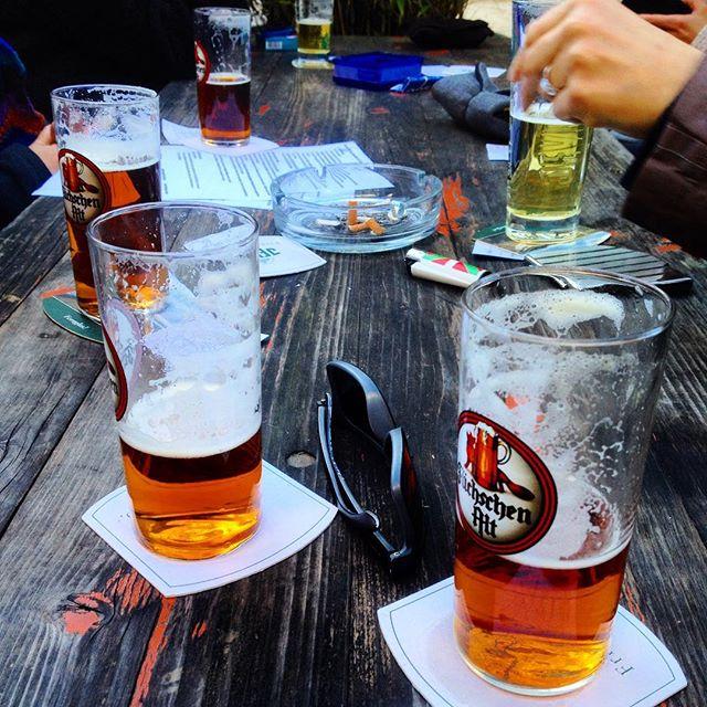 """""""Das Leben ist zwar Kacke, aber ich bringe dafür Bier (Zoë)"""" damit ist dann alles gesagt ;-)"""