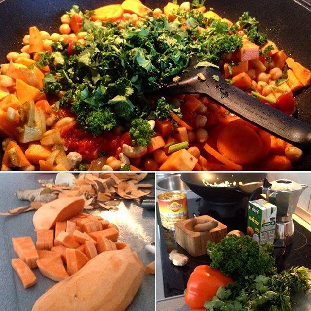 Küchenintermezzo mit Süßkartoffel und Kichererbsen im Wok.