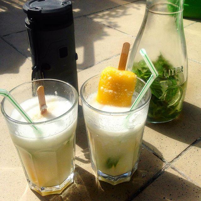 Sommer auf Balkonien :-) Diese prangen Eiswürfel vom Büdchen an der Ecke halten wenigstens auch etwas länger ;-)