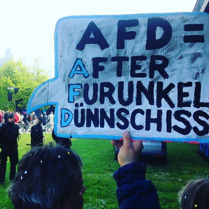 Rechtspopulistischer Wanderzirkus unterwegs.