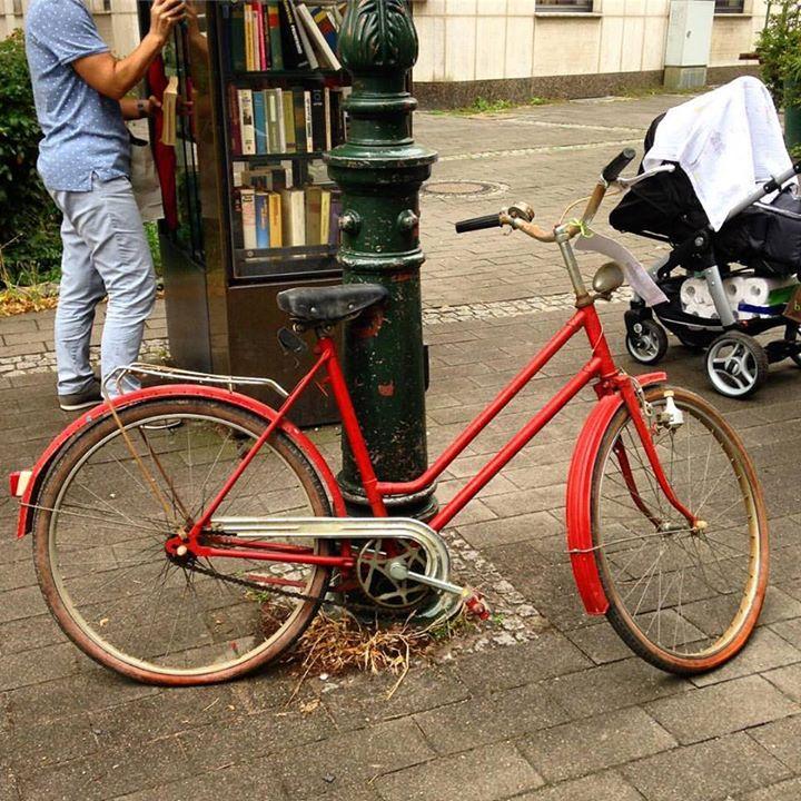 Möchte jemand ein rotes Fahrrad geschenkt haben?