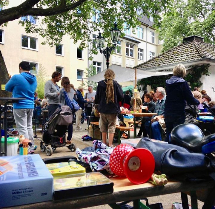 Verlosung der Flohmarktplätze auf dem Friedensplätzchen