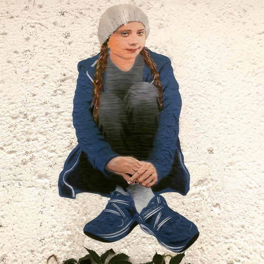 Solidarität mit :-) Es gibt aktuell eine neue Greta Thunberg als bei uns im Viertel :-) Mit die Welt ein wenig bunter machen.