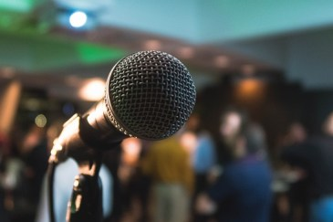 Microphone-the-ultimate-meaning -of-business-blogging