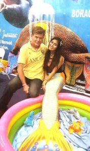 Posing with a mermaid at DRT-Manila 2016