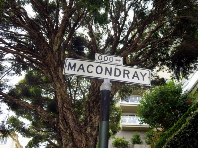 """Macondray Lane, famous as the inspiration for Barbary Lane in Armistead Maupin's """"Tales of the City"""". San Francisco, United States, North America."""