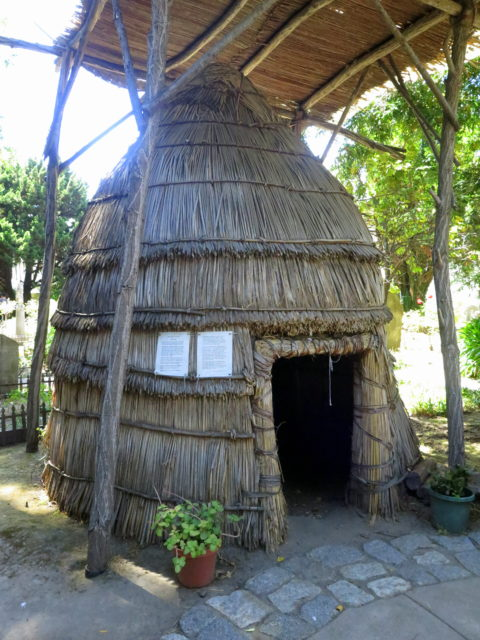Replica of a dwelling of the Ohlone people on the grounds of Mission Dolores. San Francisco, United States, North America.