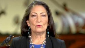 ABD'de bir ilk! Biden Amerikan yerlisi Deb Haaland'ı bakan olarak atayacak