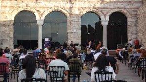 Avluda Klasik Müzik konserleri