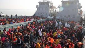 Bangladeş, Bin 800'den Kadar Arakanlı Müslüman Mülteciyi Issız Bir Adaya Taşıdı