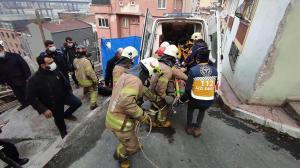 Beyoğlu'nda temele düşen inşaat işçisi kurtarıldı