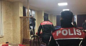 Esenyurt'ta kahvehaneye baskın: Ceza yememek için camdan atladılar