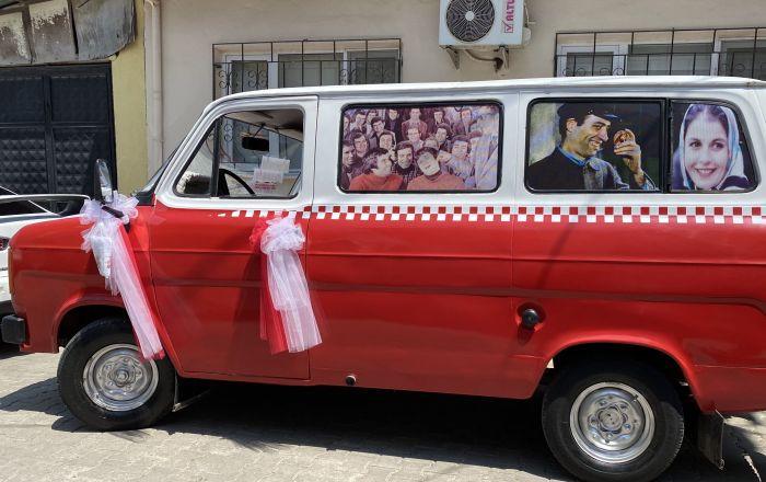Gençlik hayalini gerçekleştirdi, Çiçek Abbas'taki minibüsün benzerini yaptırdı