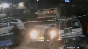 Hindistan'da öfkeli adam kamyonla hastaneye daldı