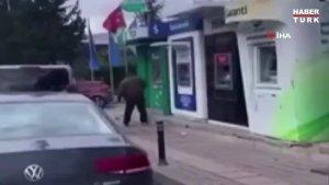 İstanbul'da Bir Kişi Elindeki Çekiçle 5 ATM'yi Parçaladı