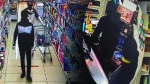 İstanbul'da marketteki silahlı soygun kamerada