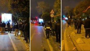 İstanbul'da Sokakta Yaşayan Vatandaşlar Saraçhane'de Yüzlerce Metrelik Çorba Kuyruğu Oluşturdu