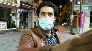 İstiklal Caddesi'ne giremeyen turistten tepki: Basın mensuplarına saldırdı