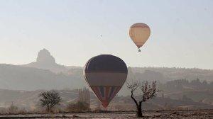 Kapadokya'daki balonlar bu kez sis içerisinde süzüldü