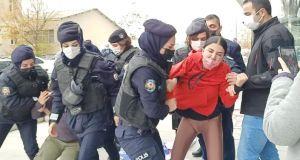 Maaşları ve tazminatları için eylem yapan AtlasGlobal işçileri gözaltına alındı