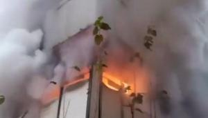 Madde bağımlısı oğlu evi ateşe verdi, baba kriz geçirdi