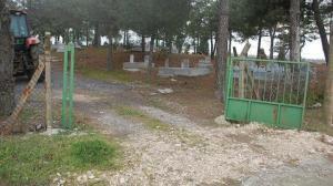 Mezarlığın kapısını kaldılar köylüler isyan etti: Baban yoksa deden vardır, ayıp ya hu