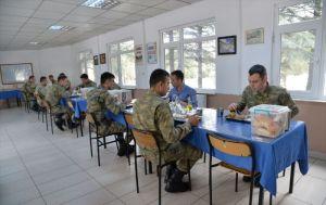 MSB: Kışla yemekhanelerine 'aralıklı oturma' düzeni getirildi
