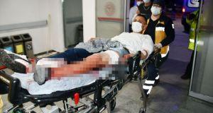 Sırtından ve bacağından 3 bıçak darbesiyle yaralandı, 'Bıçağın üstüne düştüm' dedi