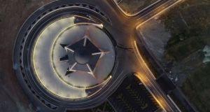 Türkiye'nin ilk ay yıldızlı camisi ibadete açıldı