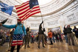 ABD Karıştı: Trump Taraftarları Kongre Binasını Bastı, Sokağa Çıkma Yasağı İlan Edildi