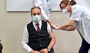 AKP ve MHP'li Vekillerin 'Sağlıkçı' Kontenjanından Aşılanması Tepkilerin Odağında